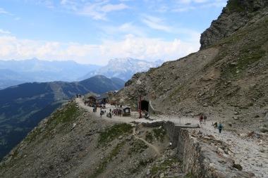 Komnir aftur í Nid d'Aigle eftir 11 tíma göngu seinnidaginn. 1000m hækkun og 2500m lækkun.
